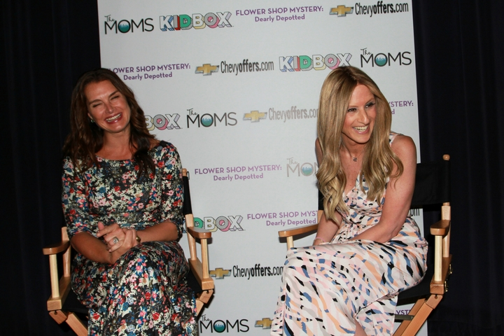 The MOMS & Kidbox's Dearly Depotted MAMARAZZI® With Brooke Shields